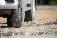Ρόδα βρώμικων δρόμων στη διαδρομή ρύπου στοκ φωτογραφίες