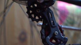 Ρόδα ποδηλάτων με τα spokes που περιστρέφουν τις κινήσεις, εργαλείο στη δράση απόθεμα βίντεο