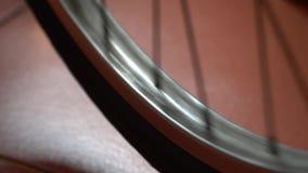 Ρόδα ποδηλάτων με τα spokes που περιστρέφουν τις κινήσεις φιλμ μικρού μήκους