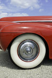 Ρόδα του εκλεκτής ποιότητας αυτοκινήτου Στοκ Φωτογραφίες