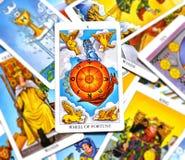 Ρόδα του καλού οιωνού αφθονίας αύξησης καρτών Tarot τύχης διανυσματική απεικόνιση