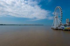 Ρόδα Ferris πέρα από τον ποταμό Guayas Στοκ Εικόνες