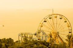 Ρόδα Ferris στο λούνα παρκ Στοκ Εικόνες