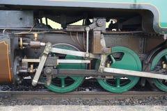 Ρόδες κίνησης και ράβδοι στην αποκατεστημένη ατμομηχανή ατμού στοκ φωτογραφία