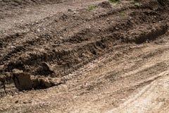 Ρόδες σημαδιών στην ξηρά λάσπη στοκ φωτογραφία