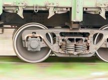 Ρόδες τραίνων φορτίου στην κίνηση Στοκ Εικόνες