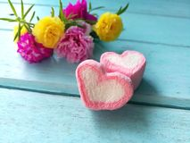 ρόδινα καρδιές και λουλούδια Στοκ εικόνα με δικαίωμα ελεύθερης χρήσης