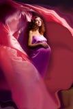 ρόδινη έγκυος ιώδης γυναίκα 3 φορεμάτων Στοκ φωτογραφία με δικαίωμα ελεύθερης χρήσης