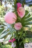 Ρόδινη πλαστή γαμήλια διακόσμηση φλαμίγκο με anthurium τα λουλούδια και Στοκ φωτογραφία με δικαίωμα ελεύθερης χρήσης