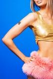 ρόδινη όμορφη γυναίκα φου&sigm Στοκ φωτογραφία με δικαίωμα ελεύθερης χρήσης