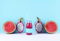 Ρόδινος καταφερτζής με τα τροπικά φρούτα Στοκ Εικόνα