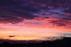 Ρόδινο ηλιοβασίλεμα πέρα από την κυκλική αποβάθρα στοκ φωτογραφία με δικαίωμα ελεύθερης χρήσης