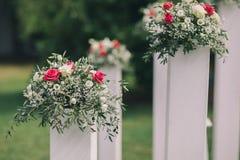 ρόδινο λευκό λουλουδ&io Στοκ Φωτογραφίες
