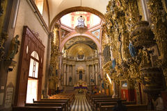 ρόδινο santa queretaro του Μεξικού θόλων Κλάρας εκκλησιών Στοκ φωτογραφία με δικαίωμα ελεύθερης χρήσης