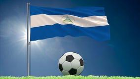 Ρόλοι κυματισμού και ποδοσφαίρου σημαιών της Νικαράγουας απεικόνιση αποθεμάτων