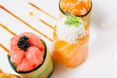 Ρόλοι σουσιών καθορισμένοι, επιλογές εστιατορίων ύφους τροφίμων τήξης στοκ φωτογραφία με δικαίωμα ελεύθερης χρήσης