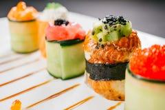 Ρόλοι σουσιών καθορισμένοι, επιλογές εστιατορίων ύφους τροφίμων τήξης στοκ εικόνα με δικαίωμα ελεύθερης χρήσης