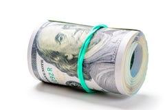 ρόλος λαστιχένιος-ταινίας 100 της αμερικανικής δολαρίων που απομονώνεται στο λευκό στοκ εικόνες