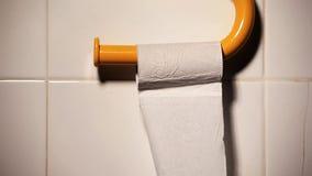 Ρόλος χαρτιού τουαλέτας κανένας hd μήκος σε πόδηα απόθεμα βίντεο