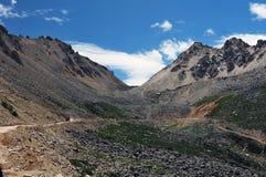 δρόμος Θιβέτ βουνών επάνω που τυλίγει Στοκ εικόνες με δικαίωμα ελεύθερης χρήσης