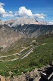 δρόμος Θιβέτ βουνών επάνω που τυλίγει Στοκ Εικόνα
