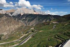 δρόμος Θιβέτ βουνών επάνω που τυλίγει Στοκ φωτογραφία με δικαίωμα ελεύθερης χρήσης