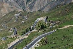 δρόμος Θιβέτ βουνών επάνω που τυλίγει Στοκ φωτογραφίες με δικαίωμα ελεύθερης χρήσης