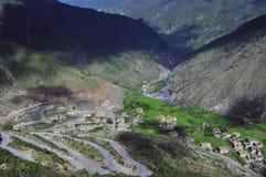 δρόμος Θιβέτ βουνών επάνω που τυλίγει Στοκ Φωτογραφία