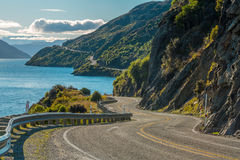 Δρόμος κατά μήκος της λίμνης Wakatipu Στοκ εικόνα με δικαίωμα ελεύθερης χρήσης