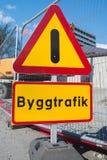 δρόμος κατασκευής κάτω Προειδοποίηση θαυμαστικών Στοκ Φωτογραφία