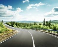 Δρόμος στα βόρεια βουνά Στοκ Εικόνες