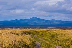 δρόμος στο ηφαίστειο στοκ εικόνα με δικαίωμα ελεύθερης χρήσης