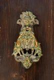 Ρόπτρα πορτών χαλκού με το κεφάλι λιονταριών και cupids Στοκ φωτογραφίες με δικαίωμα ελεύθερης χρήσης