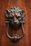 Ρόπτρα lion& x27 κεφάλι του s στοκ εικόνα
