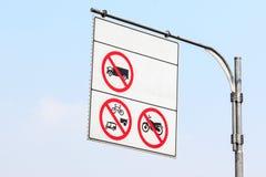Ρόδα λιγότερο από 10 αυτοκινήτων σημαδιών όχι Στοκ Φωτογραφία