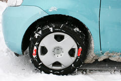 Ρόδα με τις αλυσίδες χιονιού Στοκ Εικόνες
