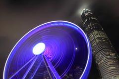 Ρόδα παρατηρητήριων του HK άποψης νύχτας και IFC Στοκ Φωτογραφία