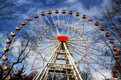 Ρόδα Ferris στο πάρκο Στοκ εικόνες με δικαίωμα ελεύθερης χρήσης