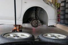 Ρόδες αλλαγής ροδών αυτοκινήτων Στοκ Εικόνες