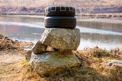 Ρόδες στους βράχους στοκ φωτογραφία με δικαίωμα ελεύθερης χρήσης