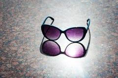 Ρόδινα γυαλιά ηλίου και αντανάκλαση Στοκ Εικόνα
