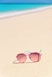 ρόδινα γυαλιά ηλίου παρα&lam Στοκ Εικόνες