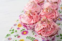 Ρόδινα εύγευστα cupcakes Στοκ φωτογραφία με δικαίωμα ελεύθερης χρήσης