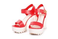 Ρόδινα θηλυκά παπούτσια σε μια πλατφόρμα Στοκ φωτογραφία με δικαίωμα ελεύθερης χρήσης