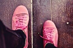 Ρόδινα πάνινα παπούτσια - εξαρτήματα και φορετός (πάνινα παπούτσια) Στοκ Φωτογραφία