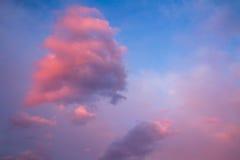 Ρόδινα σύννεφα στον ουρανό Στοκ Εικόνα