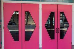 Ρόδινες πόρτες θεάτρων Στοκ φωτογραφίες με δικαίωμα ελεύθερης χρήσης