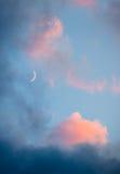 Ρόδινες σύννεφα και κινηματογράφηση σε πρώτο πλάνο ουρανού φεγγαριών Στοκ Φωτογραφία