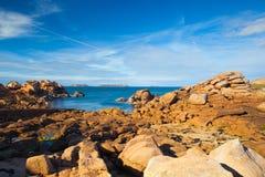 Ρόδινη ακτή γρανίτη στη Βρετάνη, Γαλλία Στοκ Φωτογραφία