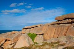 Ρόδινη ακτή γρανίτη στη Βρετάνη, Γαλλία Στοκ Εικόνα